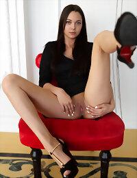 Model spreading legs
